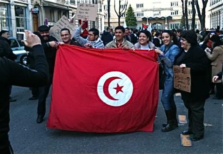 Les Tunisiens de Lyon défilant pour soutenir le Printemps arabe - LyonMag