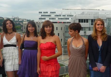 Julie Jacquot (dernière à droite) au concours Miss Lyon 2011 - Lyonmag