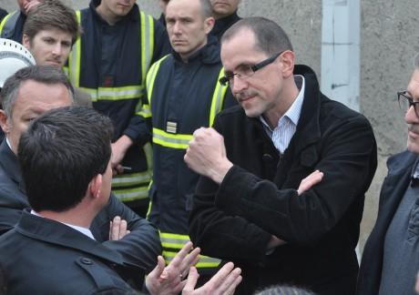 Jean-Michel Eynaud, un voisin du site, s'explique avec Manuel Valls - Photo LyonMag.com