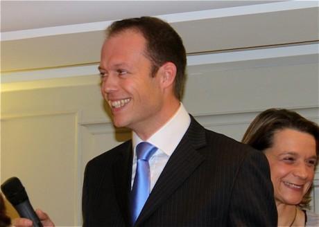 Thierry Mouillac, ici avec se remplacante Hélène de Fournas lors des Cantonales de mars 2010, sera-t-il candidat de Lyon Divers Droite aux Législatives de 2012 ? - LyonMag