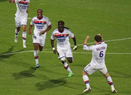 Bafé Gomis, tout à sa joie après son ouverture du score à Gerland face à l'OM en septembre, retrouve les Bleus après deux ans d'absence - LyonMag