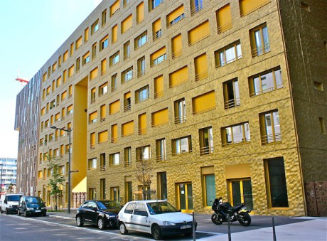 La partie de l'immeuble le Monolithe qui accueille les 33 logements d'Habitat et Humanisme - LyonMag