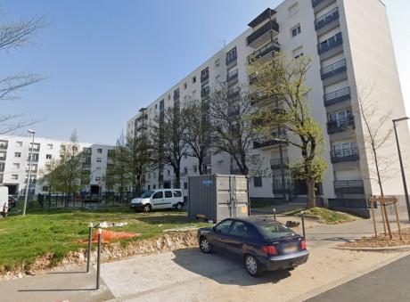 La chute s'est produite depuis le 5e étage d'un immeuble rue François-Mansard - DR Google