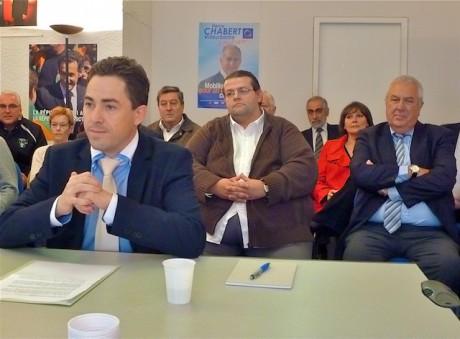 Jean-Wilfiried Martin, sous le regard de Régis Lacoste, délégué villeurbannais de l'UMP, et de son directeur de campagne Jean-Paul Regnault - LyonMag