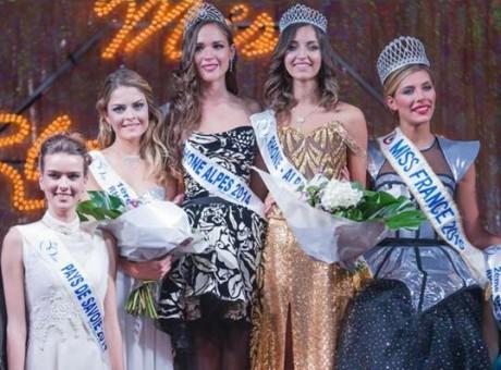 Nora Bengrine, à gauche de Camille Cerf, Miss France 2015 - DR/Philippe Guilloud
