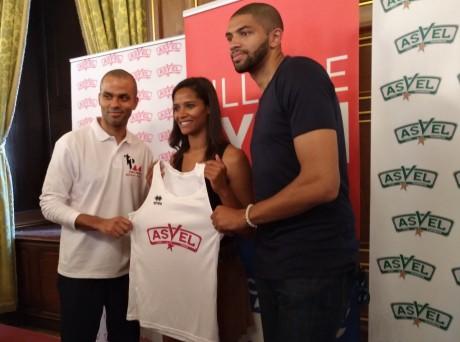 Tony Parker, Marie-Sophie Obama et Nicolas Batum présentent le nouveau maillot du Lyon ASVEL féminin - Lyonmag.com