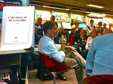 Alexis Jenni renocntrait vendredi ses lecteurs lyonnais à la librairie Decitre place Bellecour à Lyon - LyonMag