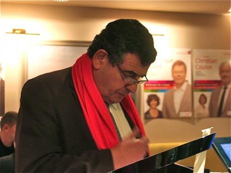 Thierry Philip, écharpe rose, en campagne pour les Cantonales de mars 2011 - Archive LyonMag