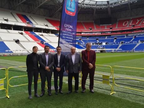 Bertrand Paquette (FIFA) aux côtés de Yann Cucherat (Ville de Lyon) et Guy Barral (Métropole de Lyon) - Lyonmag.com