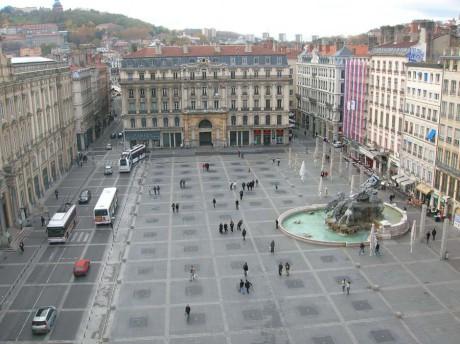 Aménagée en 1994 par Daniel Buren, la place des Terreaux est en rénovation - LyonMag.com