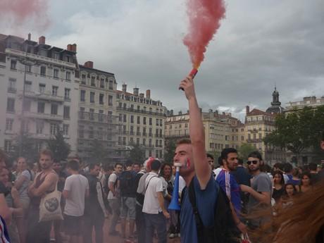 Des supporters sur la place Bellecour lors de la Coupe du Monde 2014 - LyonMag