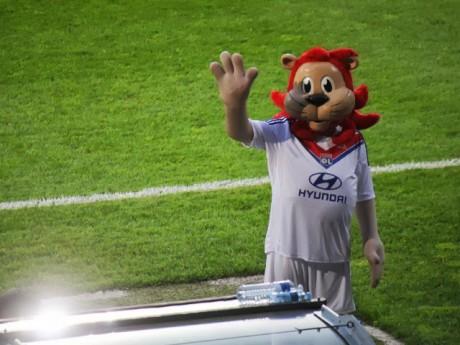 Retrouvez Lyou, la mascotte de l'OL au OL Tour ce samedi sur la place Bellecour - LyonMag