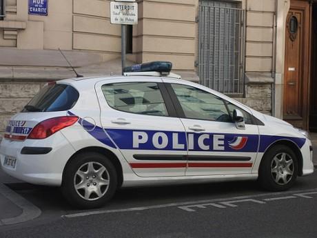 Un véhicule de police percuté à Villeurbanne
