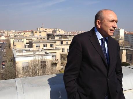 Gérard Collomb devant l'hôpital Edouard-Herriot - LyonMag