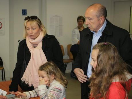 Le couple Collomb et ses deux filles - LyonMag