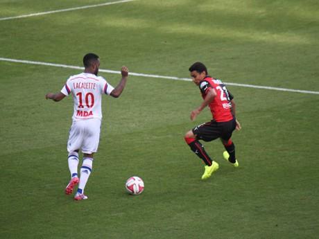 Alexandre Lacazette cette saison face à Rennes - LyonMag