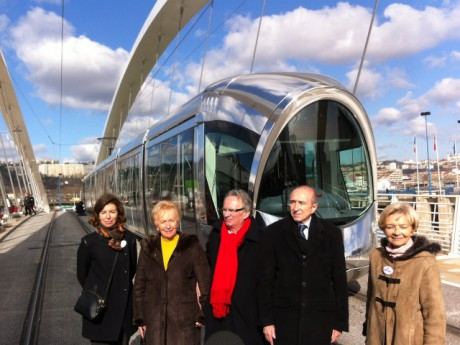 Le pont Raymond Barre a été inauguré en même temps que le prolongement du T1 -LyonMag