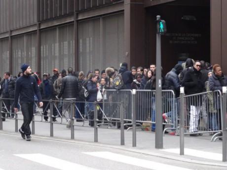 La file d'attente devant la préfecture - LyonMag