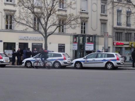 Des policiers dans le quartier de la Guillotière - LyonMag