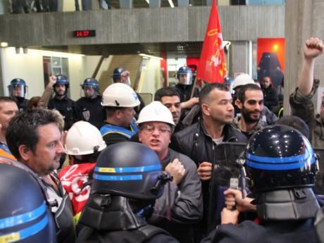 Les affrontements des agents de la Métropole de Lyon avec les CRS le 23 mars dernier - LyonMag