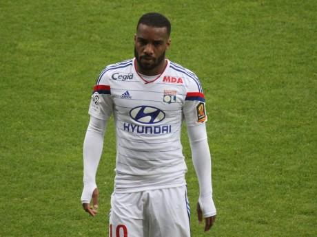 Alexandre Lacazette s'était blessé au dos début août - LyonMag