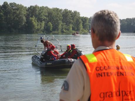 Plus de 30 personnes ont pris part aux recherches sur le lac de Miribel-Jonage - LyonMag