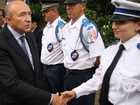 Gérard Collomb et des agents de la police municipale à Lyon - LyonMag