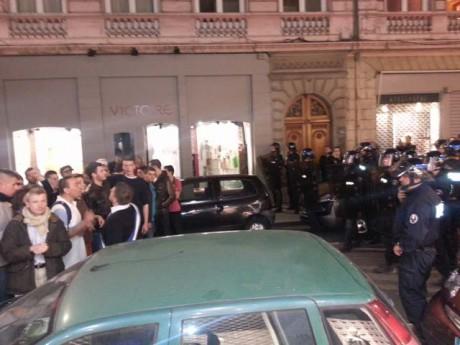 Alexandre Gabriac harangue son camp face aux policiers - LyonMag