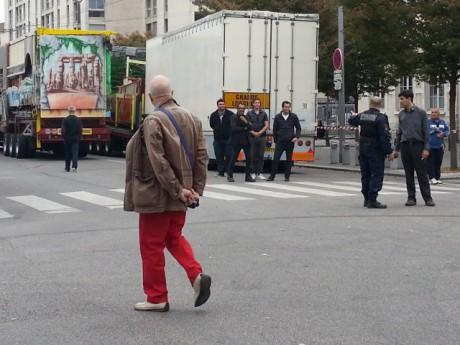 Toute l'après-midi, les policiers et les forains se sont toisés - LyonMag