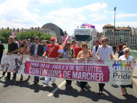La tête du cortège de la Gay Pride - LyonMag