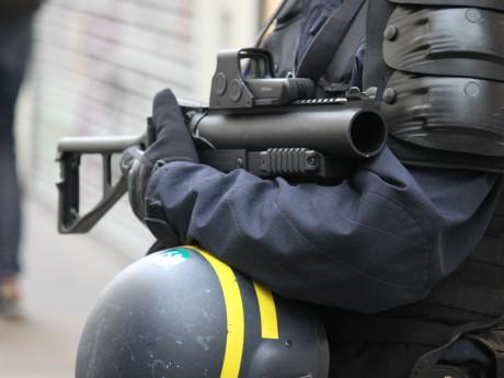 Un flashball de la police - LyonMag