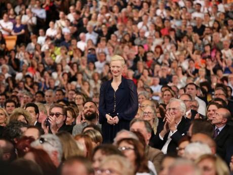 Tilda Swinton, au milieu de la foule de la Halle Tony-Garnier - LyonMag