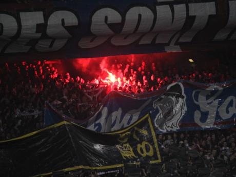 Le Virage Nord a craqué de nombreux fumigènes dimanche lors du derby - LyonMag