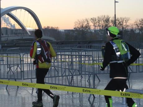 Les coureurs arrivaient devant le musée des Confluences ce dimanche matin - LyonMag