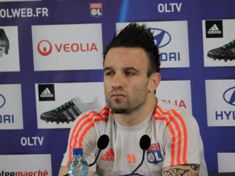 Mathieu Valbuena s'est chauffé avec un journaliste mardi, signe que l'OL est sous pression - LyonMag