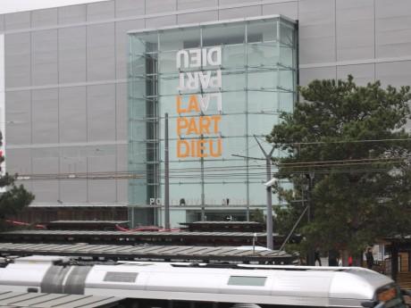 C'est devant le centre commercial que la scène s'est déroulée - LyonMag