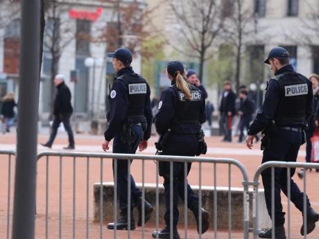 Des policiers place Bellecour - LyonMag