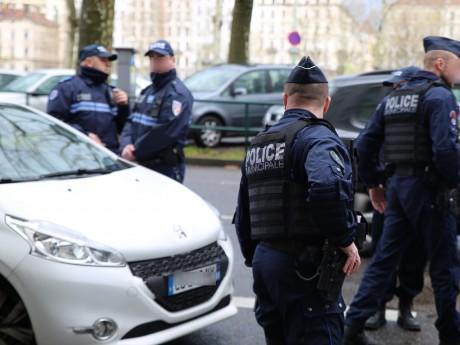 Les policiers lors d'un contrôle routier - LyonMag