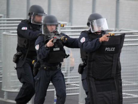 Les policiers à l'oeuvre lors de la première simulation d'attentat au Parc OL - LyonMag
