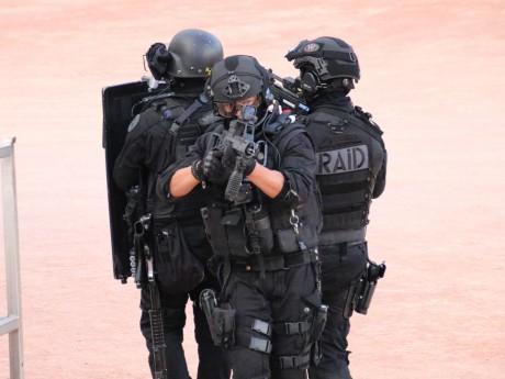 Le Raid, ici lors d'un exercice, a mené la perquisition à son domicile en Savoie - LyonMag