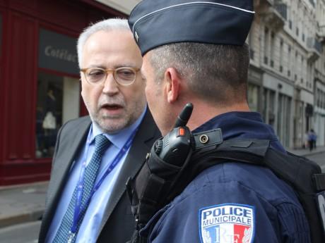 Jean-Yves Sécheresse et un policier municipal - LyonMag