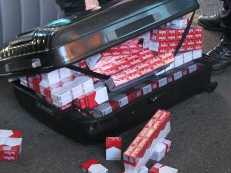 lyon de lourdes amendes pour d tention de plus de 300 000 cigarettes de contrefa on. Black Bedroom Furniture Sets. Home Design Ideas