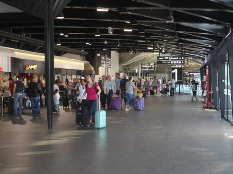 Des passagers à l'aéroport Lyon-Saint-Exupéry - Photo d'illustration - LyonMag.com