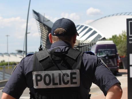 La police obligée d'intervenir à Lyon Saint-Exupéry - LyonMag