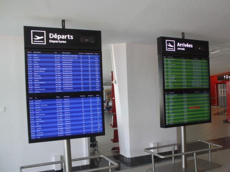Tableau des départs et arrivées à l'aéroport Lyon Saint-Exupéry - LyonMag.com