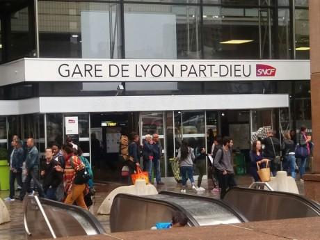 Le Nigérian et les douaniers sont descendus à la Part-Dieu - LyonMag
