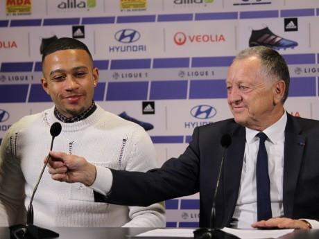 Jean-Michel Aulas, ici avec Memphis Depay, son plus haut salaire - LyonMag