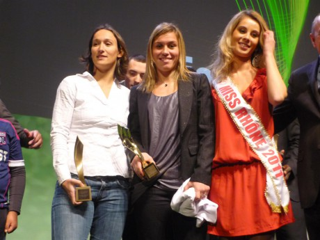 Les femmes à l'honneur: Camille Abily entourée de Corinne Maitrejean et de Miss Rhône - Photo LyonMag