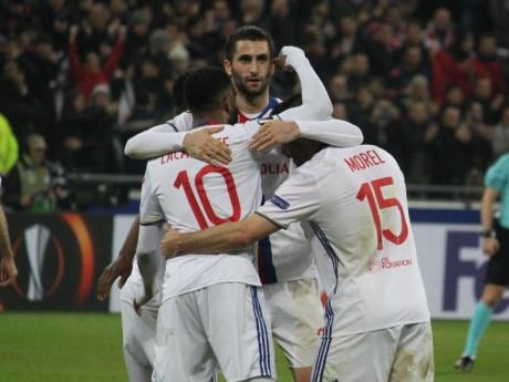 Les joueurs de l'OL heureux après un but face à Rome en Ligue Europa - LyonMag