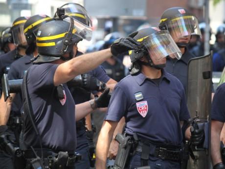 Les CRS mobilisés pour aider à rétablir le calme place Abbé Pierre - LyonMag.com
